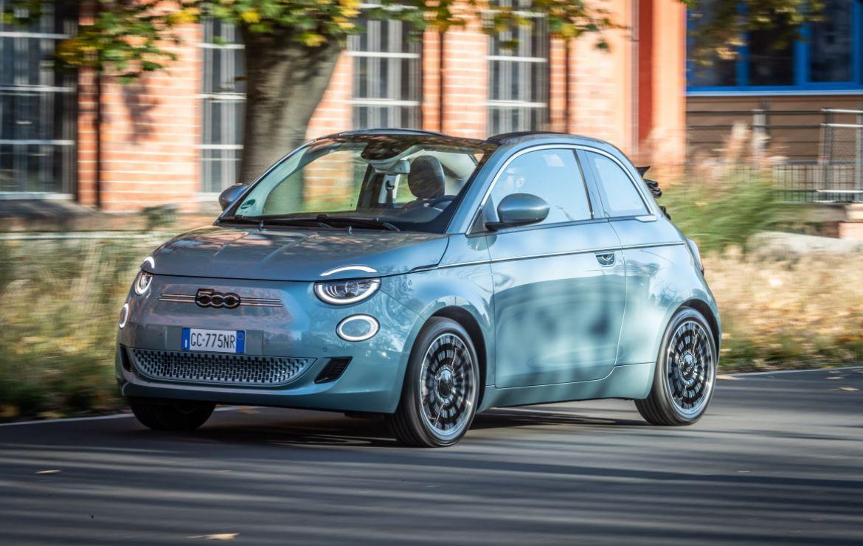 Vollelektrisch angetriebener Fiat 500 geht mit neuen Ausstattungsdetails ins Modelljahr 2022